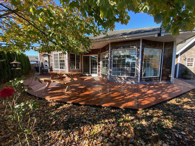 NEW...the trailhead cottage.1250 sqft with a 200 sqft bunkhouse for watching TV, aluguéis de temporada em Long Beach
