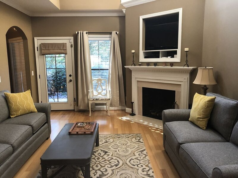 Auburn Townhome with 2 Masters & Large Loft, holiday rental in Opelika