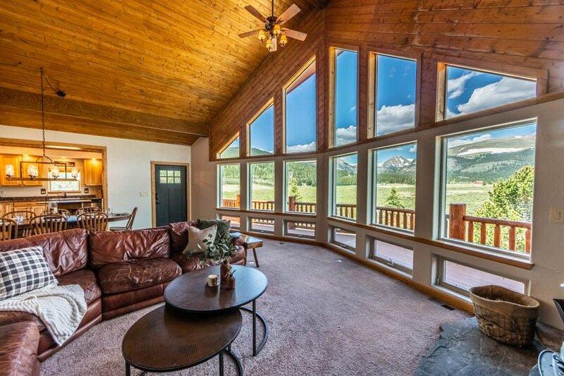 Gold Pan Cabin: 360 Views – Fishing Creek – 8 acres, alquiler de vacaciones en Alma