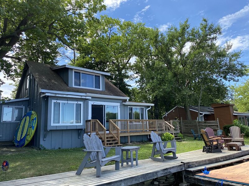 Summer Lake Cottage - Upper Nemahbin Lake, vacation rental in Richfield