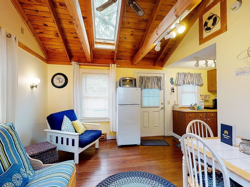 Dog-friendly Kennebunk cottage w/ shared pool - close to beach, holiday rental in Kennebunk