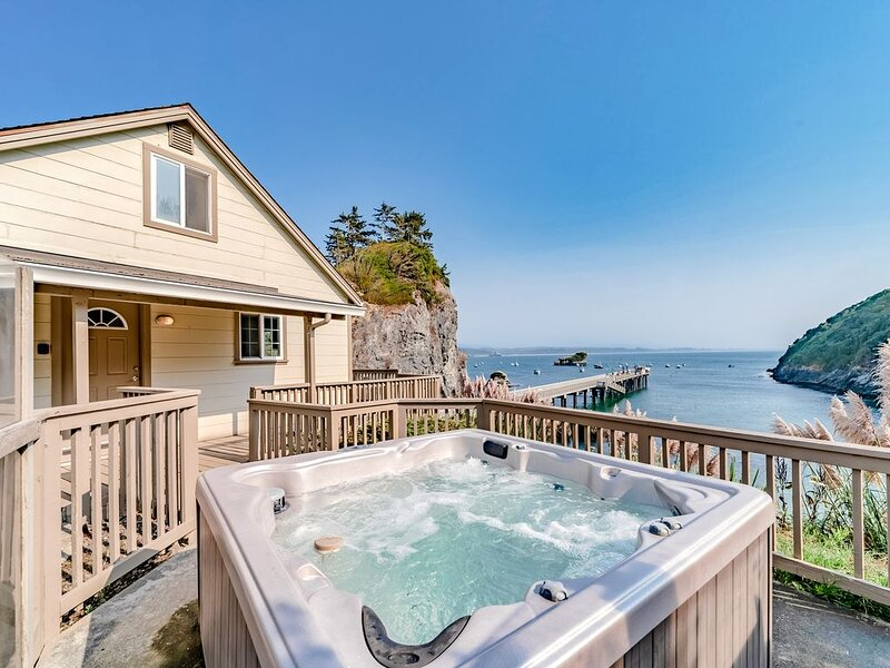 Cozy home w/incredible ocean and beach views & private hot tub on private deck!, holiday rental in Humboldt County