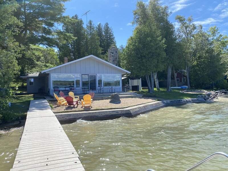 The Lake House in beautiful Leelanau County, holiday rental in Maple City