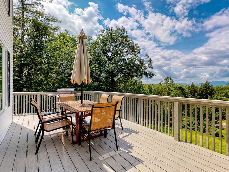 Stunning Family-Friendly Home w/ a Spacious Deck & Mountain Views!, alquiler vacacional en Brownfield