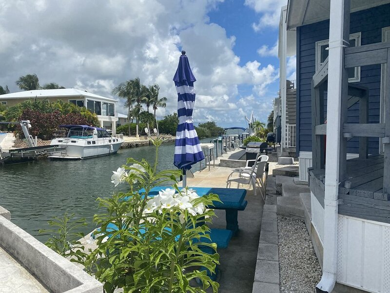 WATERFRONT fresh & cozy 2 bedroom 35 sea wall New UV light air purification safe, holiday rental in Cudjoe Key