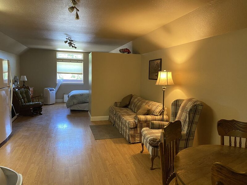 Fisherman's Apartment Close to the River, vacation rental in McCloud