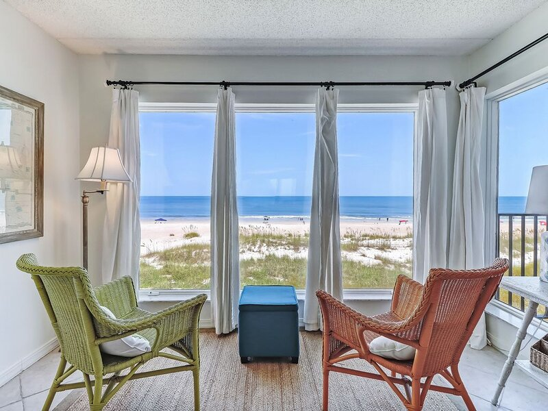 Stunning Views & Great Location in Oceans of Amelia, aluguéis de temporada em Fernandina Beach