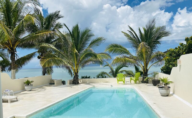 Z'Uno, the Perfect Little Beach House on Gulf with Pool in Playa San Benito, holiday rental in San Crisanto