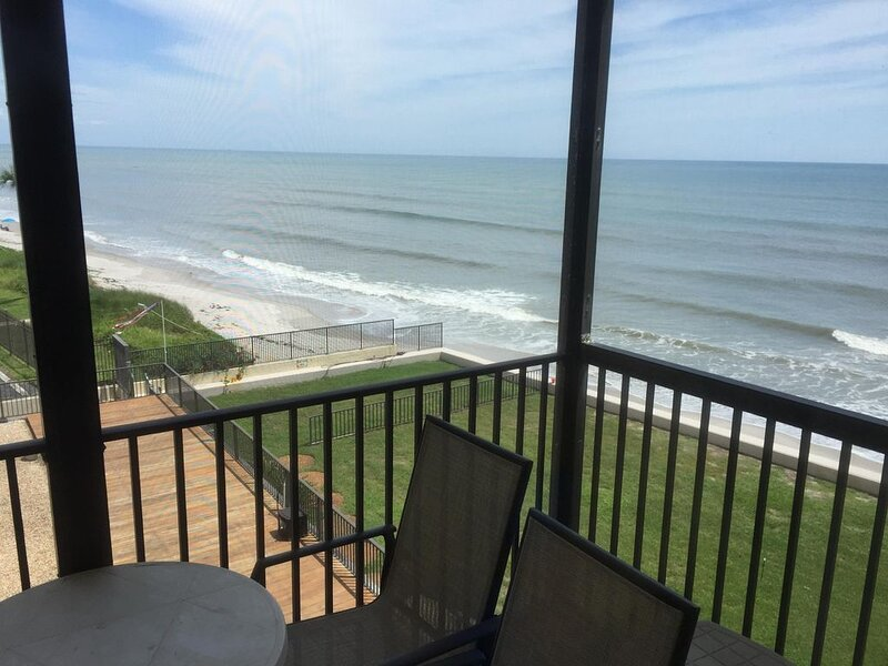 Comfy Beachfront 2/2  on Space Coast, holiday rental in Palm Shores
