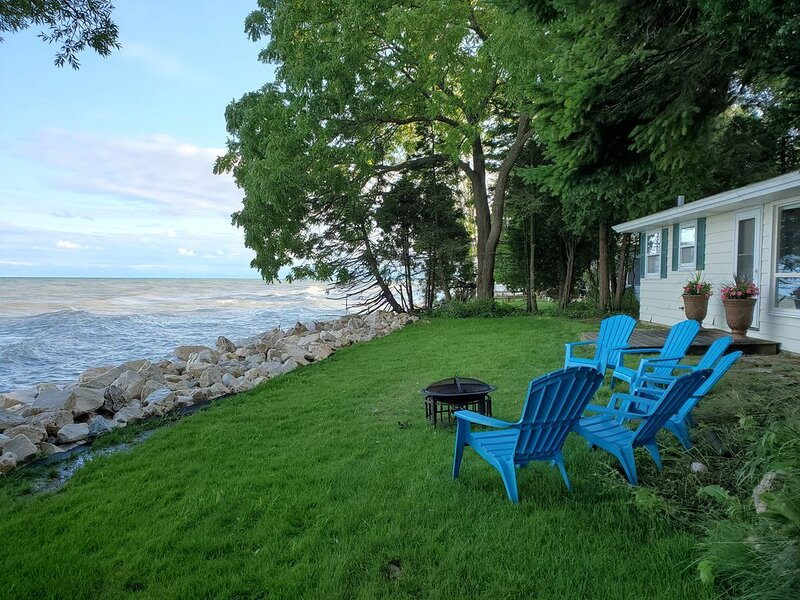 Social distance at Beachdaze! A Lake Michigan Home., location de vacances à Kohler