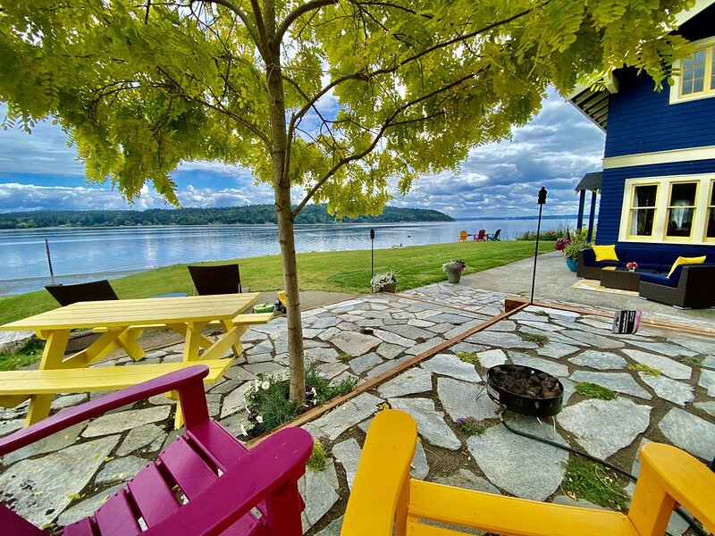 SHABBY CHIC WATERFRONT RETREAT is a relaxing, serene low bank waterfront home, casa vacanza a Vashon