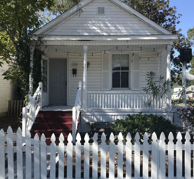 Cute Cozy House Located Close To Downtown ILM And Greenfield Lake, vacation rental in Leland