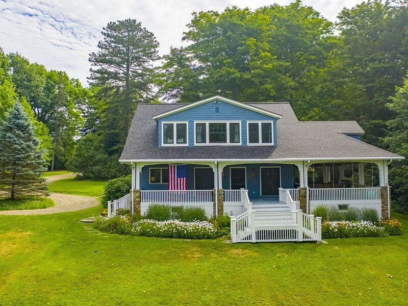Beautiful Chautauqua lakefront home with expansive yard and private dock, vacation rental in Brocton