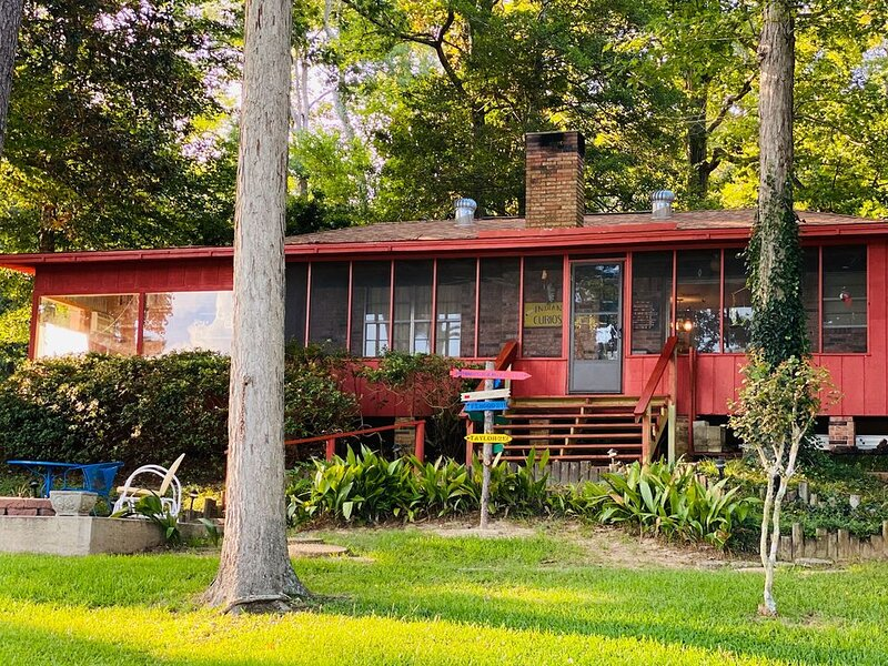 Familia Ball Lake House - 50 miles North of Beaumont / <2 Hours from Houston, holiday rental in Woodville