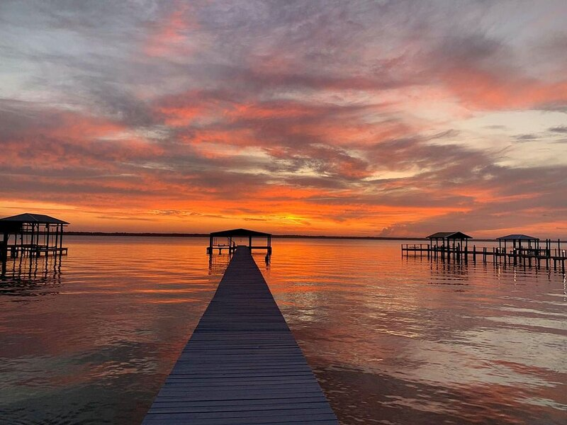 Magic Sunsets on St. John's river - bring your boat! Immaculate house!, holiday rental in Palatka