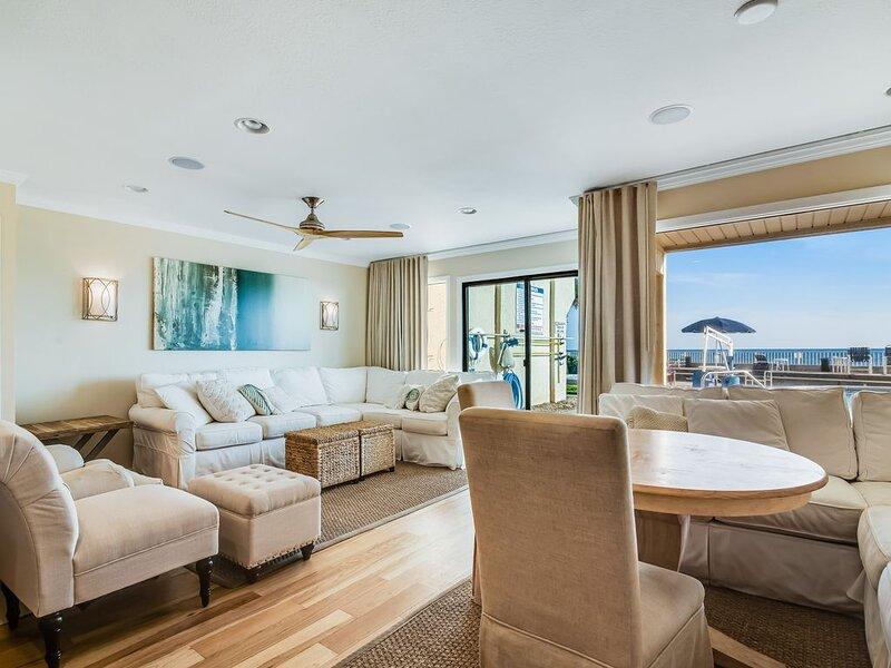 Cozy coastal condo with shared pool, and easy beach access, alquiler vacacional en Sunnyside