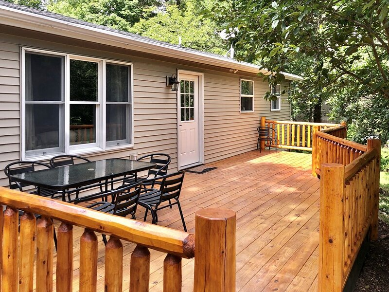 Charming Pocono Retreat Near Lake - Pet Friendly – semesterbostad i Albrightsville