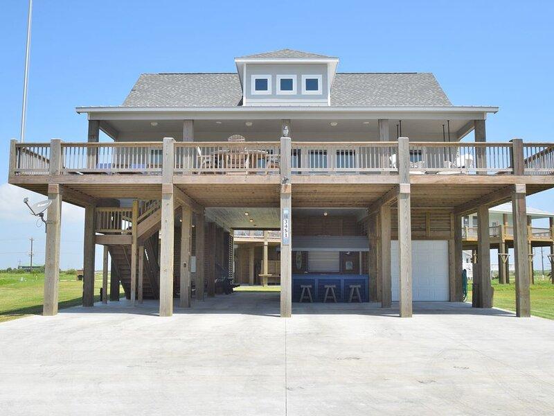Sip 'N Sea - 2019 Built w/ All the Amenities & just a minute walk to beach!, location de vacances à Crystal Beach