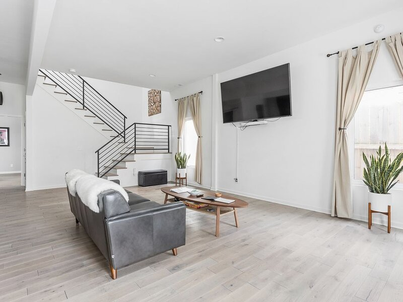 Sophisticated Minimalist In Hip Fountain Square!, alquiler de vacaciones en Indianápolis