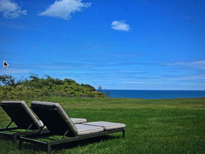 Private oceanfront compound , 1/3 mi Private Beach, AC, Chilmark, WiFi – semesterbostad i Aquinnah
