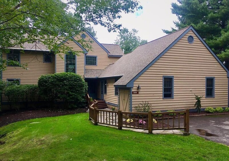Exceptional 5 Bedroom; 4 1/2 Bath House on Beautiful Buck Hill Falls Golf Course, holiday rental in Pricedale