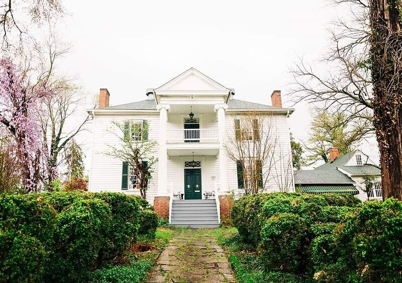 200+ year old home, very spacious rooms, holiday rental in Lawsonville