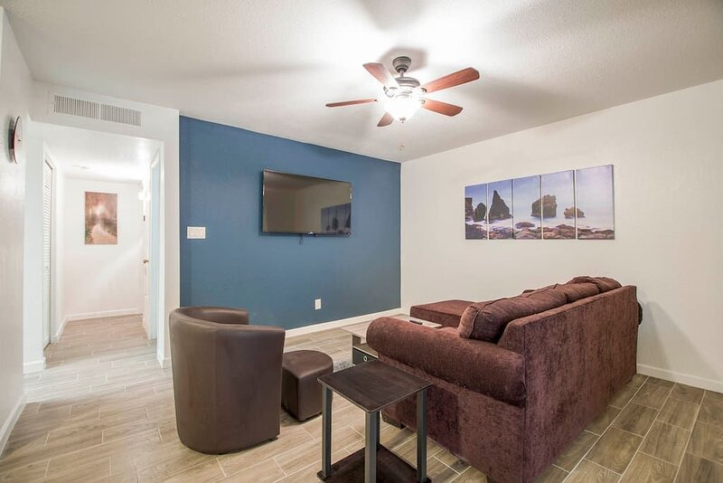 34A Casa Grande Modern 1bd condo w HEATED POOL, vacation rental in Arizona City