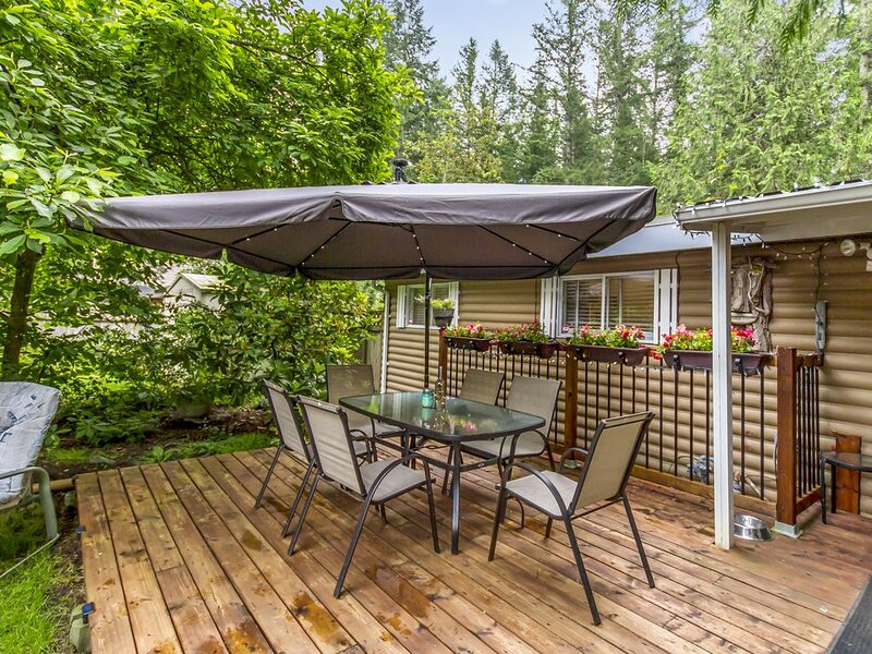 Updated Two Bedroom Cabin at Cultus  Lake that is ideal Family Vacation., holiday rental in Harrison Hot Springs