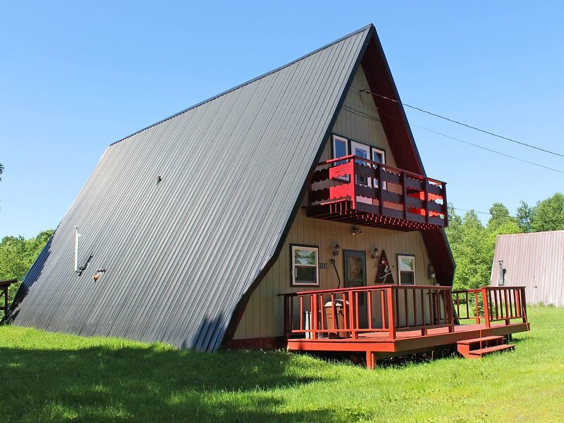 Charming A-Frame Vacation Home with Gorgeous View of Ski Hill & Dogs Allowed, holiday rental in Ironwood