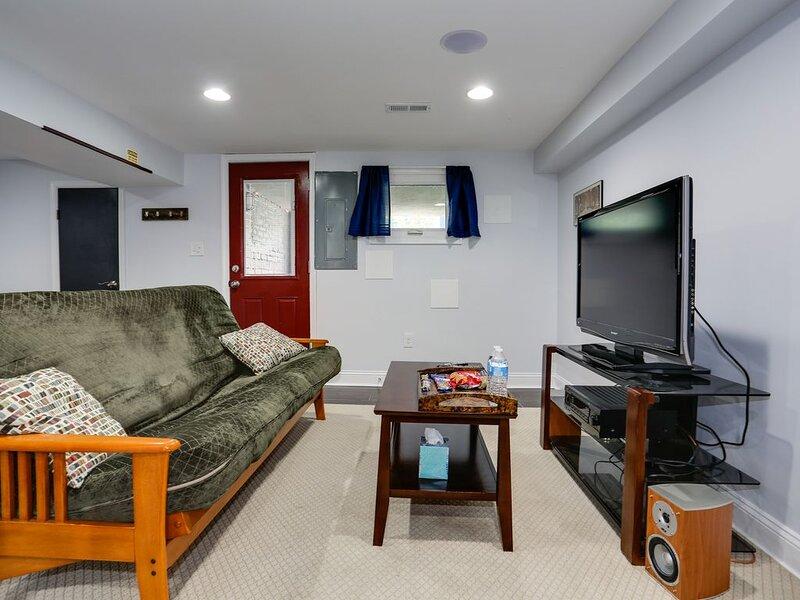 Modern Suite in Petworth, Washington, DC *FREE off-street parking*, aluguéis de temporada em Silver Spring