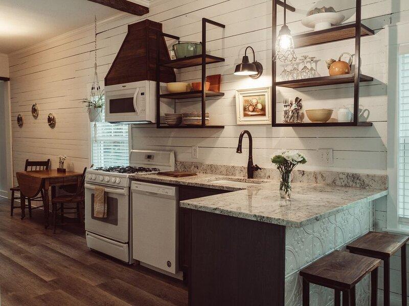 Remodeled Downtown Cottage, alquiler de vacaciones en Pensacola