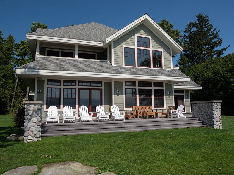 Splendid Timber Frame Cottage - Sandy Beach Grand Traverse Bay, holiday rental in Northport