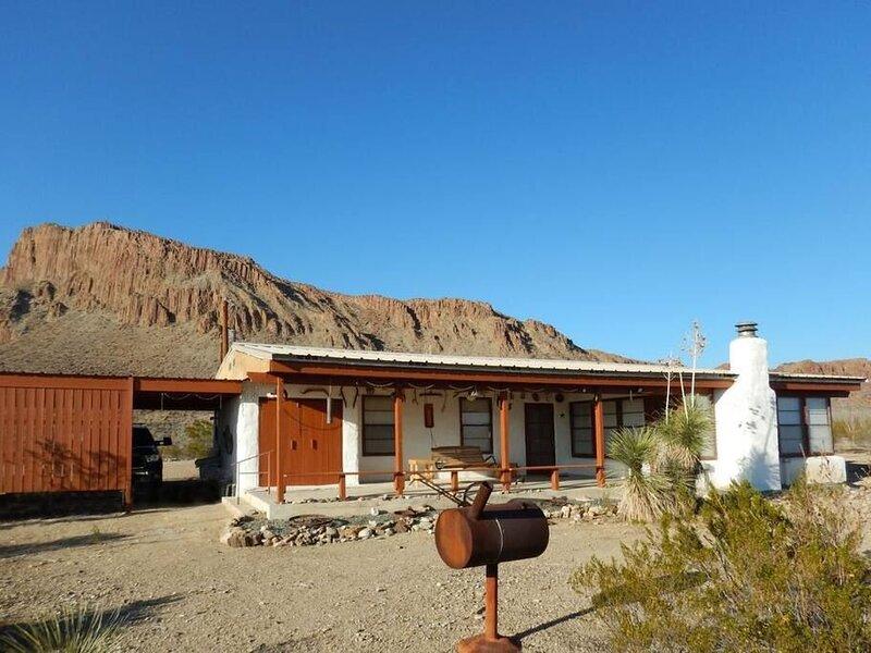 La Paloma Triste: Classic Adobe Near Big Bend NP, holiday rental in Big Bend National Park