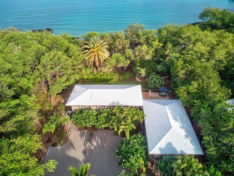 Last minute Christmas Availability! Waialea Bay Beach House on White Sand Beach, vacation rental in Puako