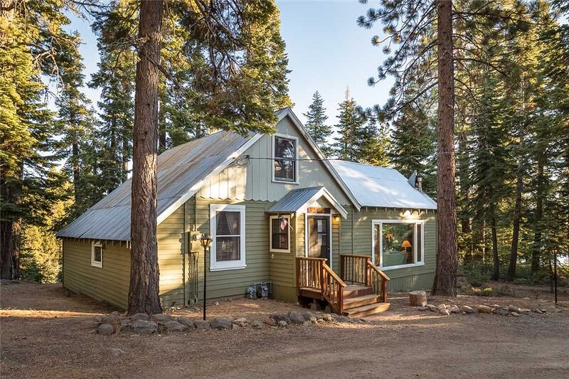Economical Cabin in Cedar Flat ~ Property #170, alquiler de vacaciones en Carnelian Bay