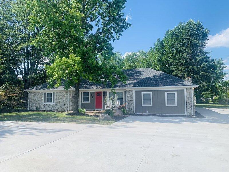 Westfield Lodge - Sleeps 28!, vacation rental in Hamilton County