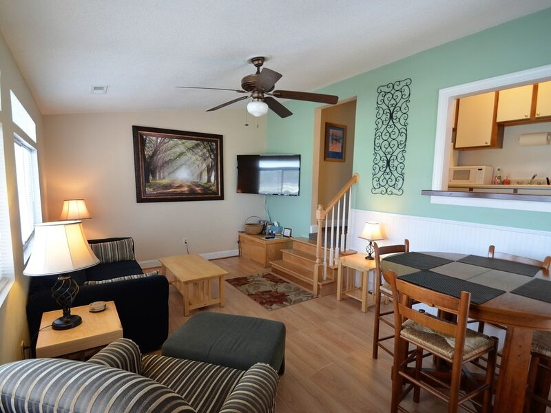 Isle of Palms One Bedroom Condo 1/2 block Front Beach fun, holiday rental in Isle of Palms