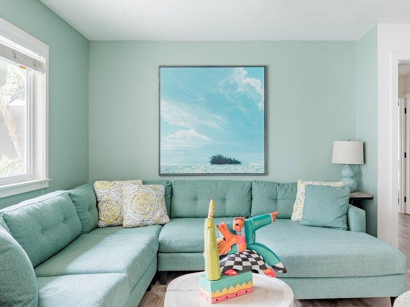Apt 2:Fresh & Light Unit with Private Patio, Steps to Beach, vacation rental in Carpinteria