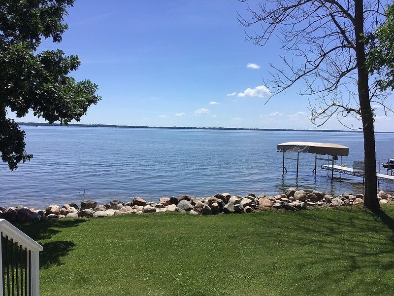Come Enjoy Your Lake Getaway On Otter Tail In This Comfortable Home, holiday rental in Richville