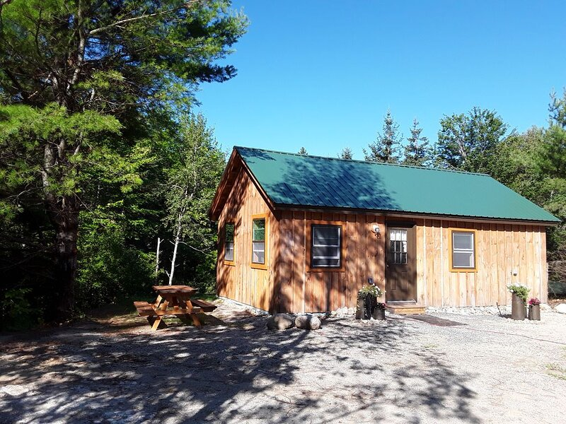 Brand new farm cottage close to downtown Blue Hill and Acadia National Park, vacation rental in Blue Hill