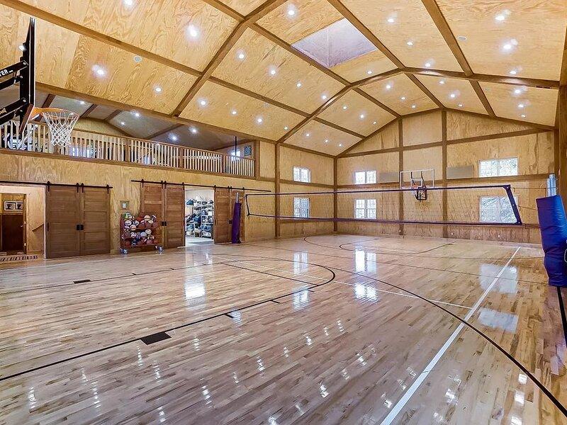 Inviting family retreat with pool, indoor gymnasium and privacy, alquiler de vacaciones en Winchester