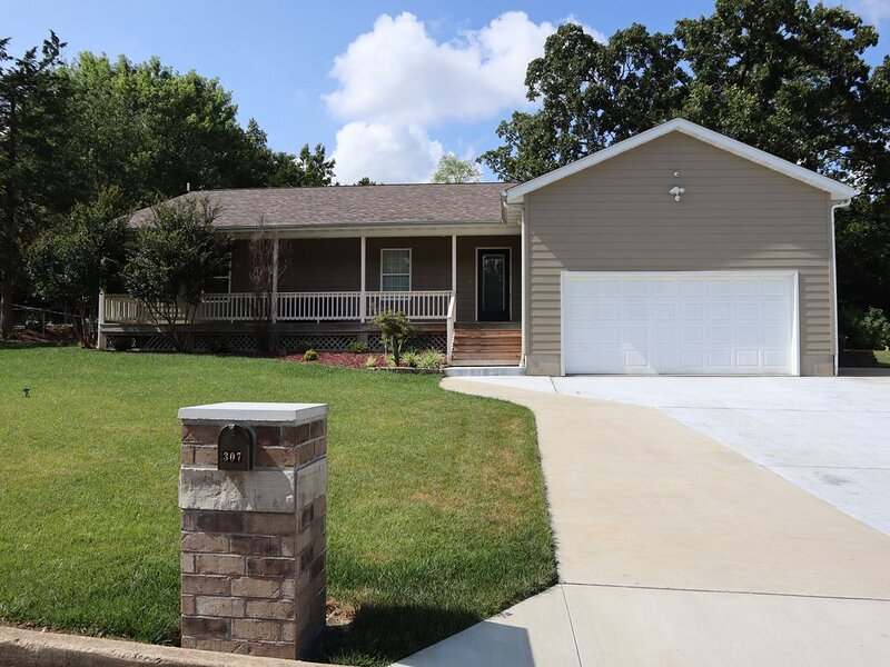 Fully Furnished home in Rolla with country charm, aluguéis de temporada em Dixon