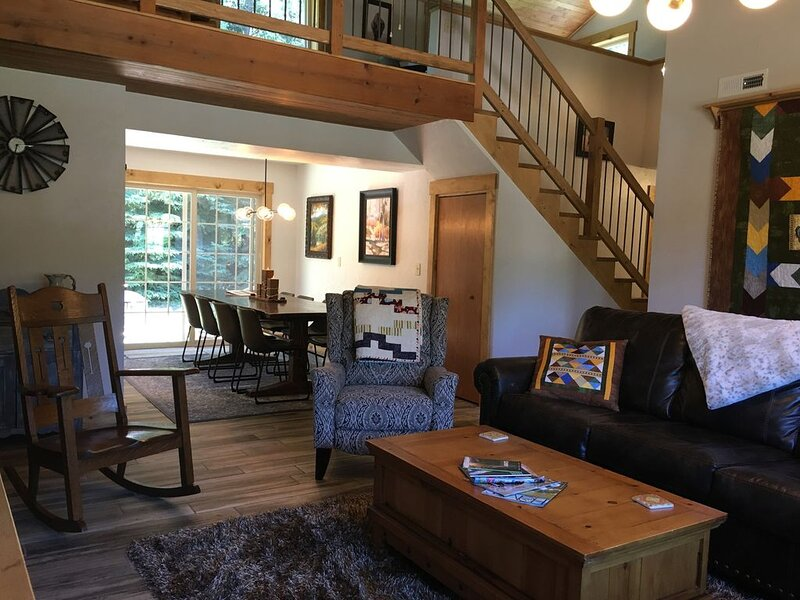 Completely remodeled Black Hills home in the heart of all the attractions!, casa vacanza a Custer