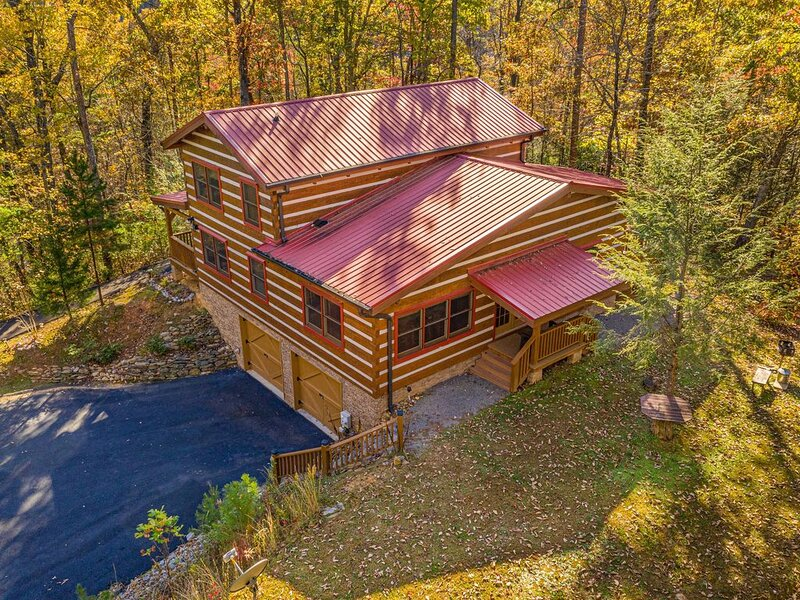 Appalachian Escape: Private/secluded~3 wooded nature acres~NOT a resort, vacation rental in Sevierville