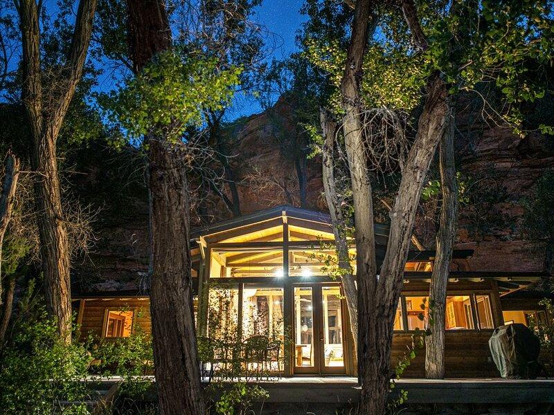 40 Acre Retreat in the Escalante Canyon - Perfect for social isolation, alquiler vacacional en Boulder