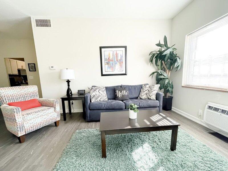 2BR/2BA Furniture City Flat w/ Pool, vacation rental in Grand Rapids