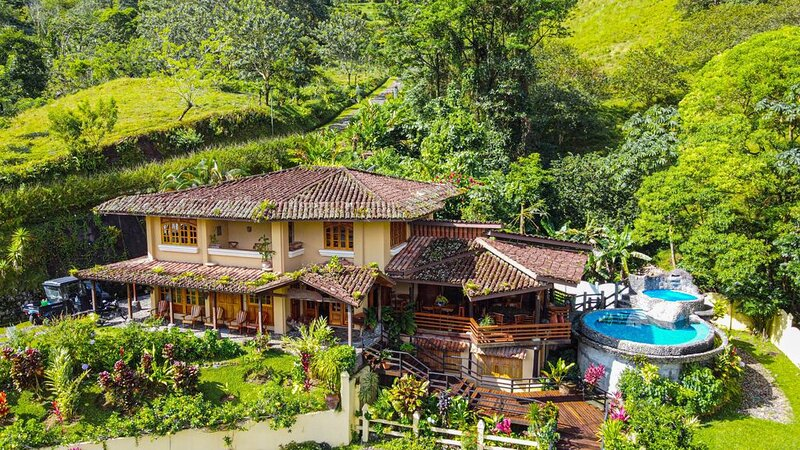 Majestic Lodge. Luxury and Spacious Lake Front House with Private pool & Jacuzzi, Ferienwohnung in Alajuela