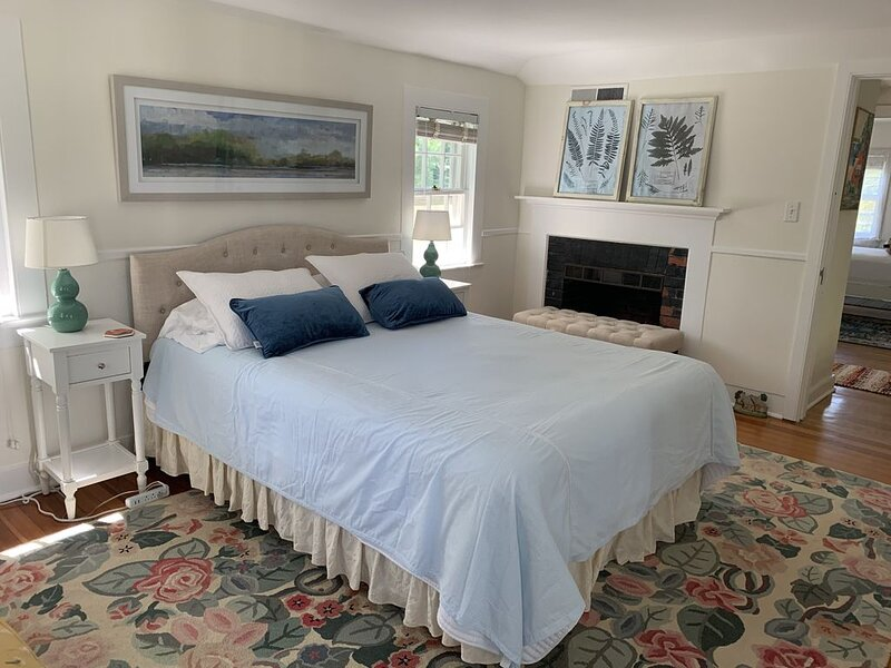 Charming Cottage located on Historic Estate 1 Hour from NYC!, holiday rental in Fairfield