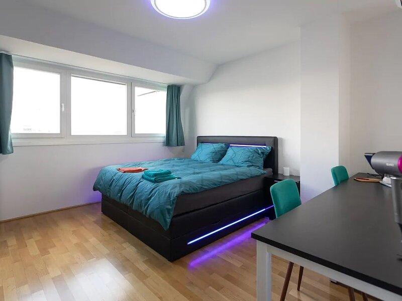 Private room in the apartment close to City center, casa vacanza a Schwechat
