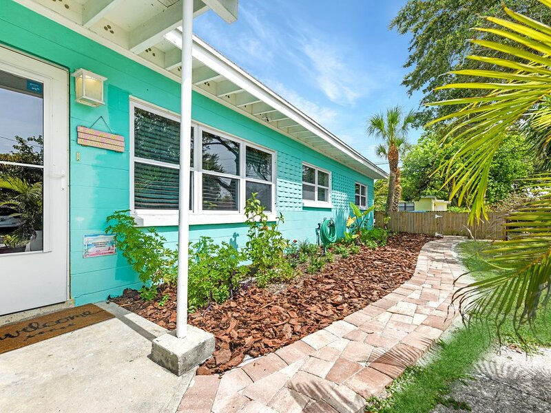 Luxury 3 Bedroom House, completely renovated, only a short walk to the beach!, Ferienwohnung in Cape Canaveral